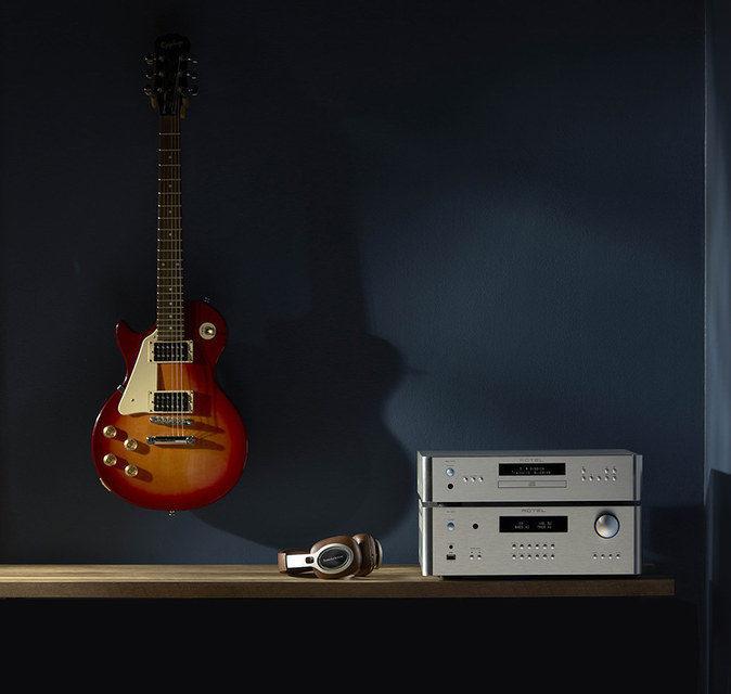 Rotel добавила в линейку 15 Series интегрированный усилитель, CD-плеер и предусилитель