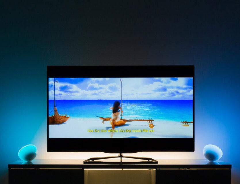 Функция Hue Entertainment синхронизирует лампы Philips Hue с телевизорами, плеерами и игровыми приставками