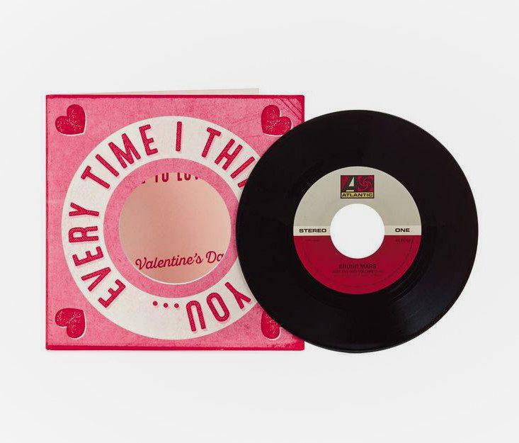 Hallmark подготовила ко Дню святого Валентина открытки с пластинками