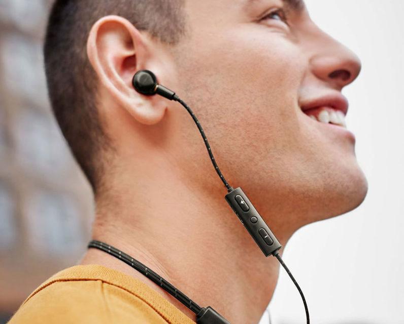 Shinola представила беспроводные наушники Bluetooth In-Ear Monitors