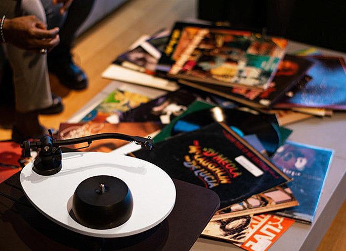 Audio Deva OVO: вертушка с кастомизируемым столом в форме яйца