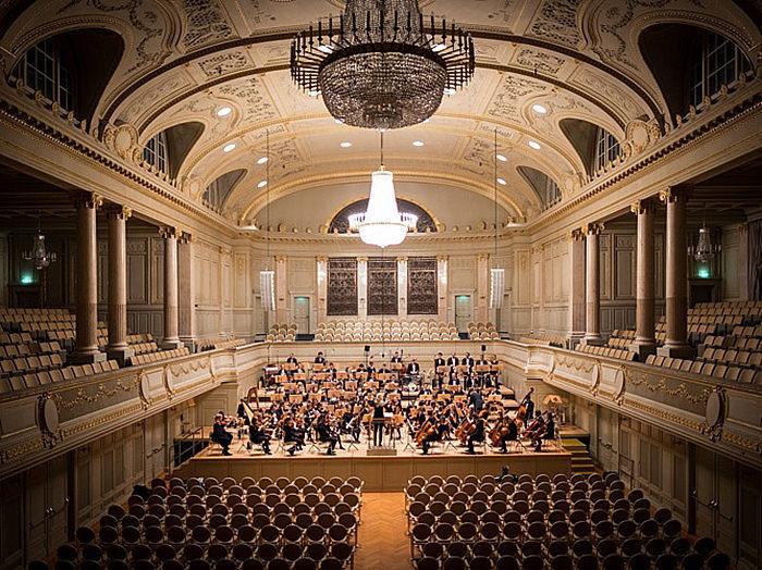 Статистика: современные оркестры играют классику примерно на треть быстрее
