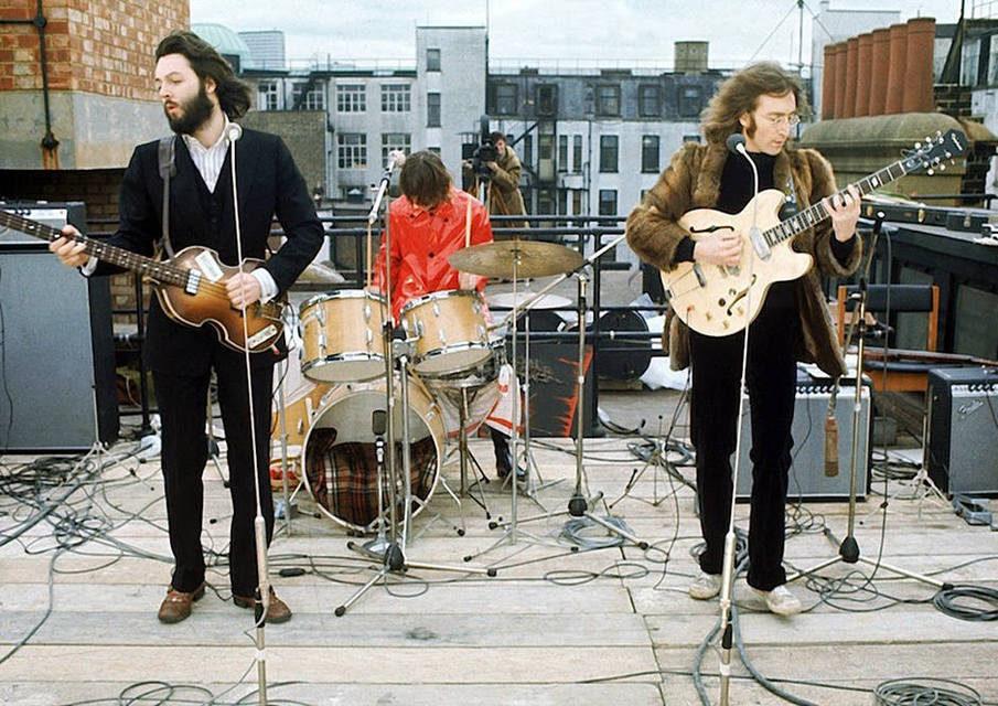 The Beatles начали войну с продажей неофициального мерчендайза