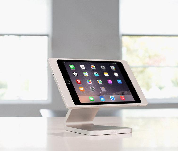 iPort Luxeport: зарядная база-держатель для iPad с технологией питания PoE