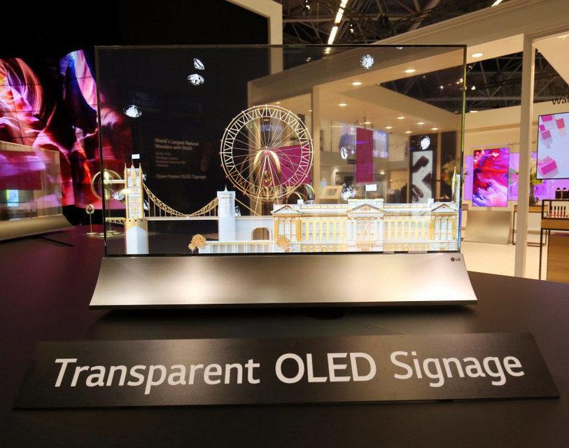 LG показала на ISE 2018 прозрачный дисплей для коммерческих инсталляций Transparent OLED