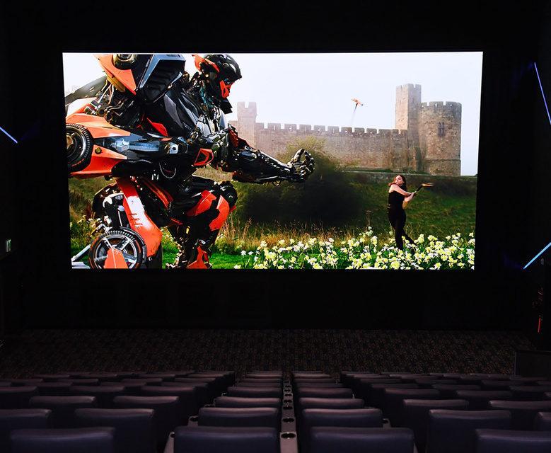 Кинотеатральный профессиональный дисплей 3D Cinema LED от Samsung доступен в России