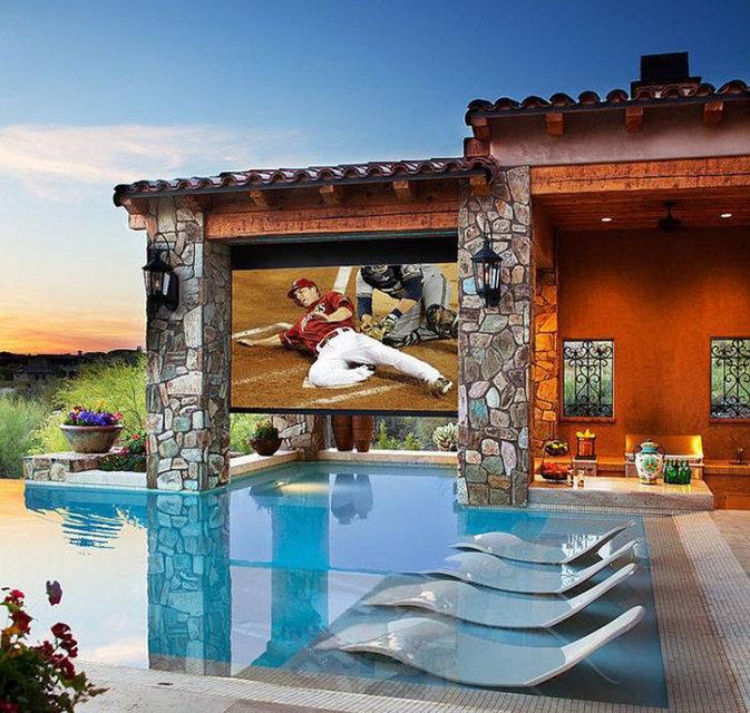 Опрос: телевизор оказался самым востребованным продуктом для установки во дворе частного дома