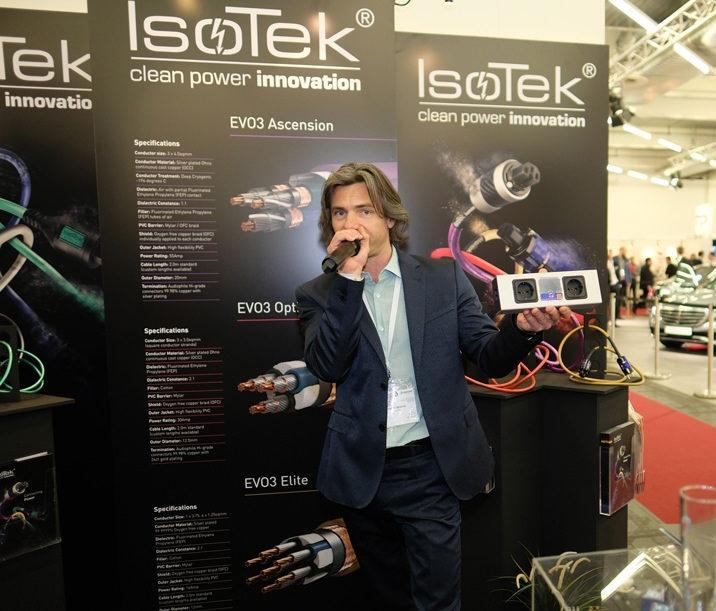 IsoTek Evo3 Gemini: сетевой фильтр на две розетки с защитой 13500 А