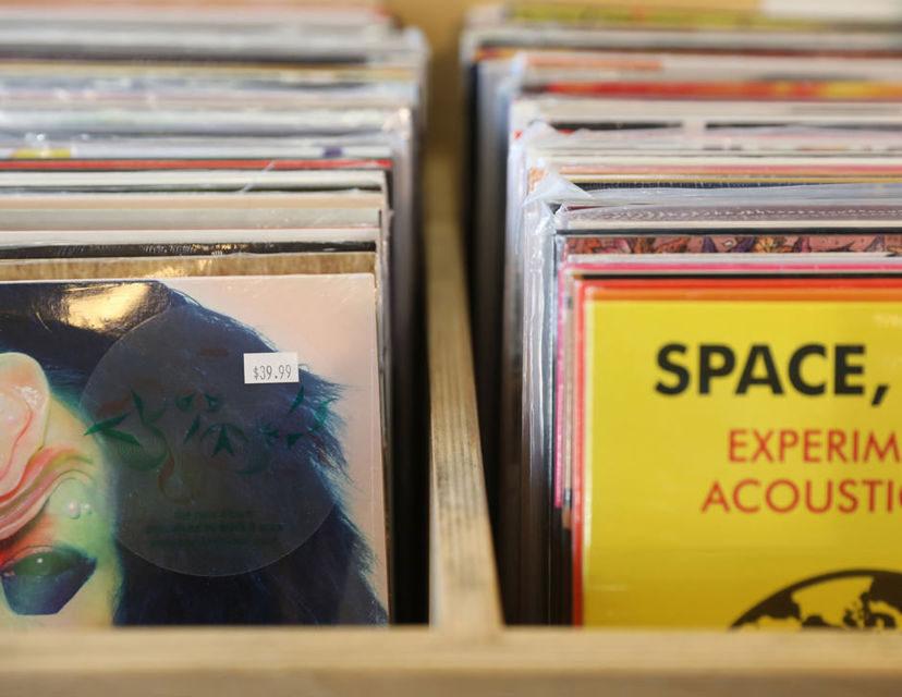 Приложение Record Player ищет альбомы в Spotify по фотографиям обложки