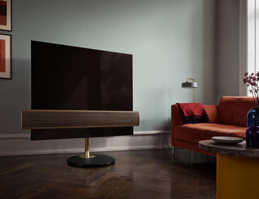 Bang & Olufsen пополнила портфолио телевизором BeoVision Eclipse в корпусе латунного цвета