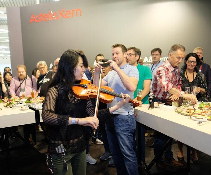 Astell&Kern анонсировала две бюджетные модели аудиоплееров A&futura SE100 и A&norma SR15