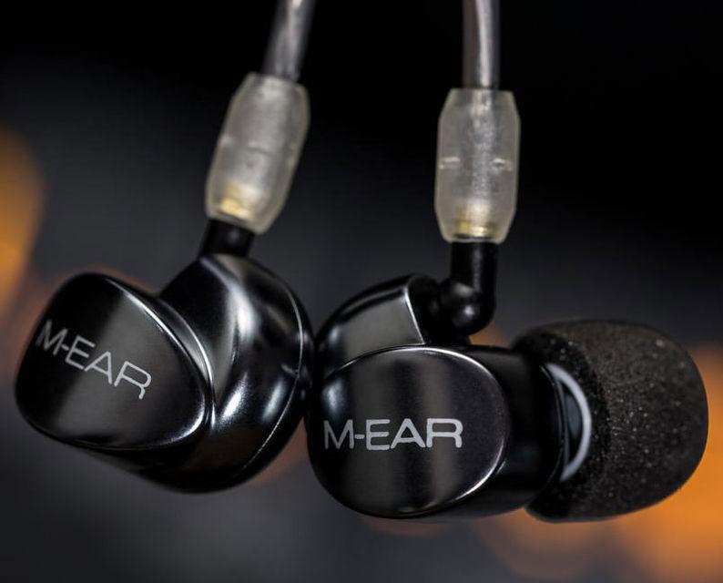 Audiolab выпустила свои первые наушники M-EAR 2D и M-EAR 4D