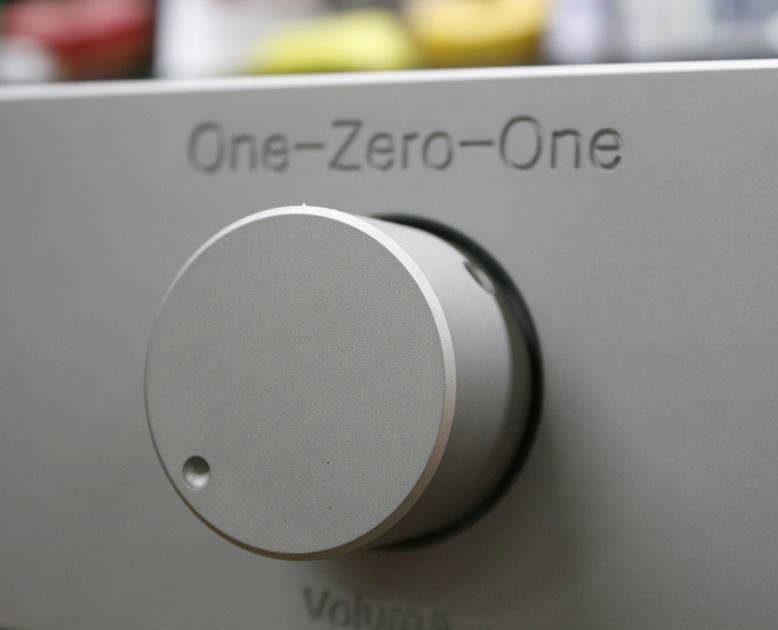 Предусилитель Holton 101: алюминиевое шасси, балансная схема и MKP-конденсаторы аудиофильского класса