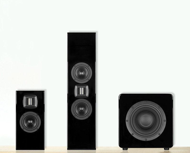 Wisdom Audio привезет на выставку CEDIA настенные колонки P2m и P4m с планарно-магнитными твитерами