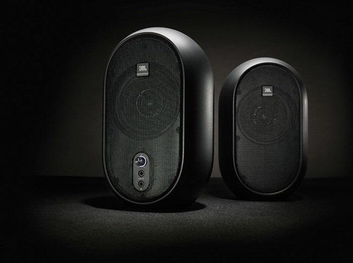 JBL One Series 104: студийные мониторы для путешественников