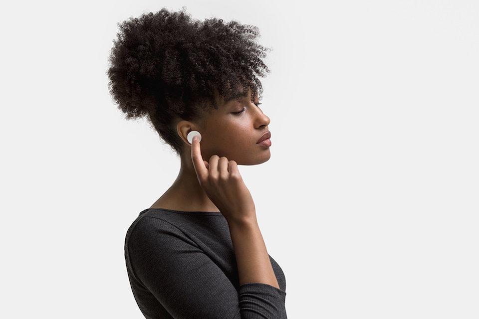 Microsoft показала полностью беспроводные наушники Surface Earbuds с управлением жестами