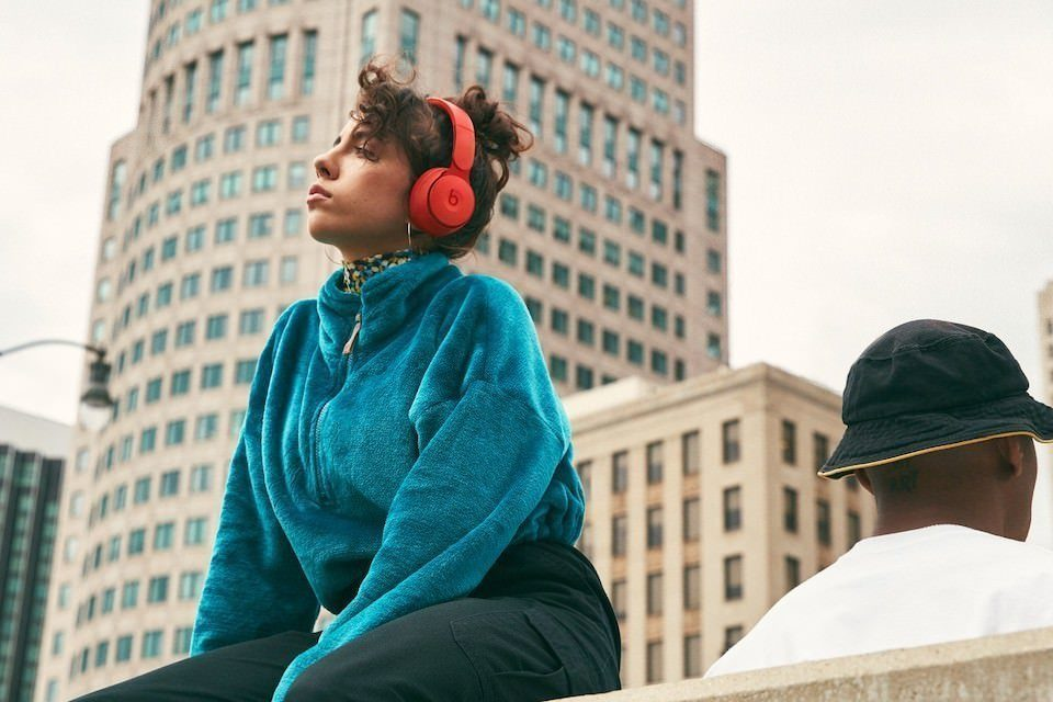 Beats выпустила накладные наушники Solo Pro с системой шумоподавления Pure ANC
