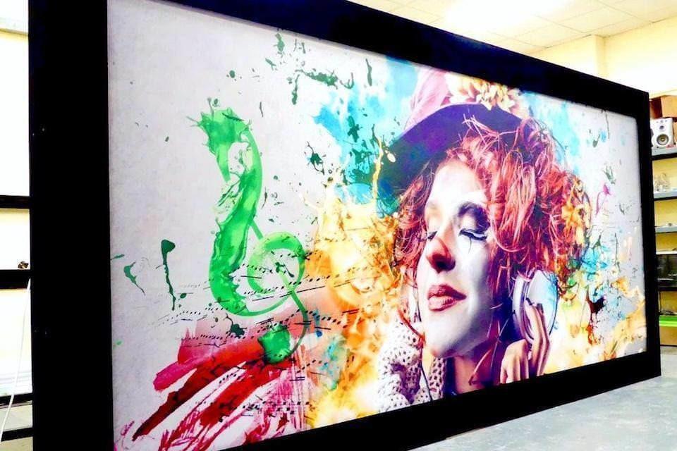 Screen Excellence TAM Art Edition: проекционный 4K-экран с художественным принтом