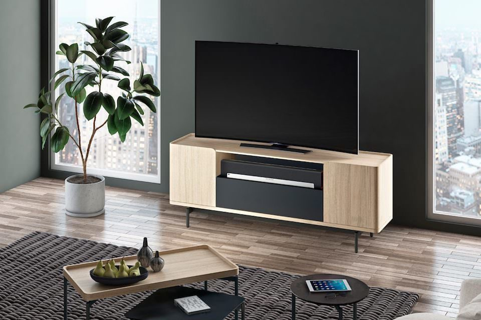 ТВ-консоль BDI Radius 8839: изящный дизайн, отсек для саундбара и платформа под большой телевизор
