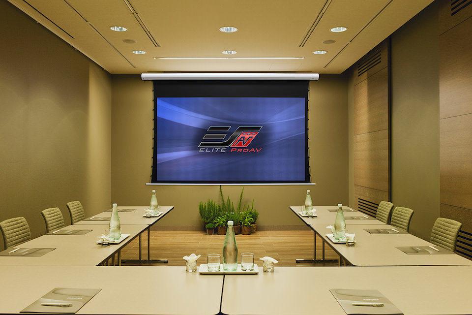 EliteProAV начали производство проекционных экранов Saker со светоотражающими полотнами CineGrey 5D