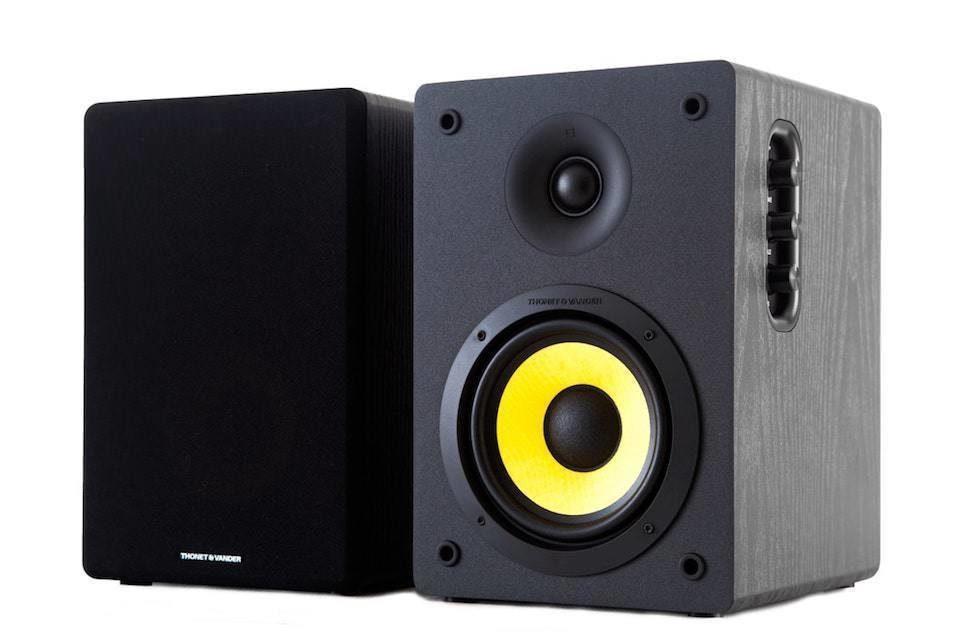 Thonet & Vander представила недорогие полочные мониторы Kurbis Bluetooth с технологией улучшения басов