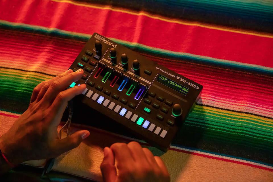 Roland представила драм-машины TR-6S Rhythm Performer и TR-06 Drumatix с классическими семплами из 80-х и 90-х