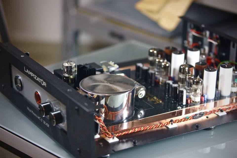 Фонокорректор Lampizator МС2: подключение трех тонармов и полностью ламповая схема