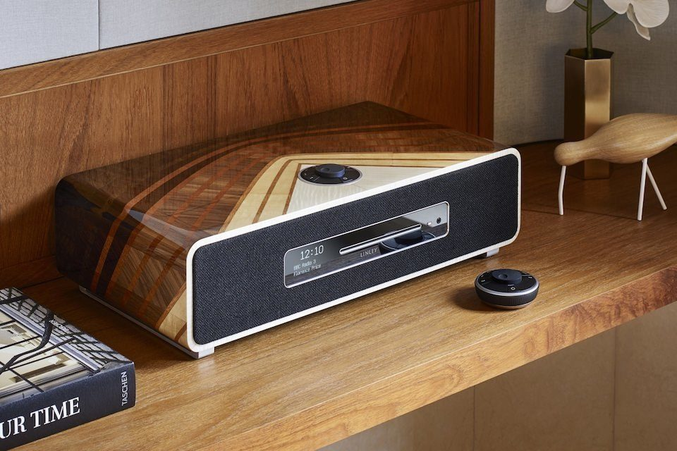 Ruark выпустила аудиосистему Amplis в сотрудничестве с брендом люксовой мебели Linley