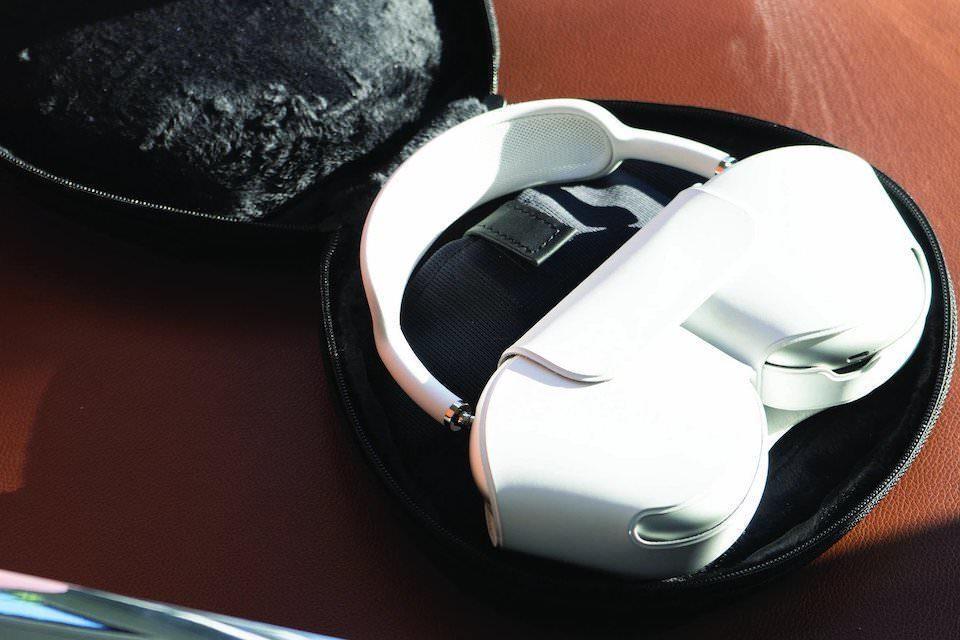 Сумка Waterfield Designs для наушников AirPods Max сохранила функции штатного чехла от Apple