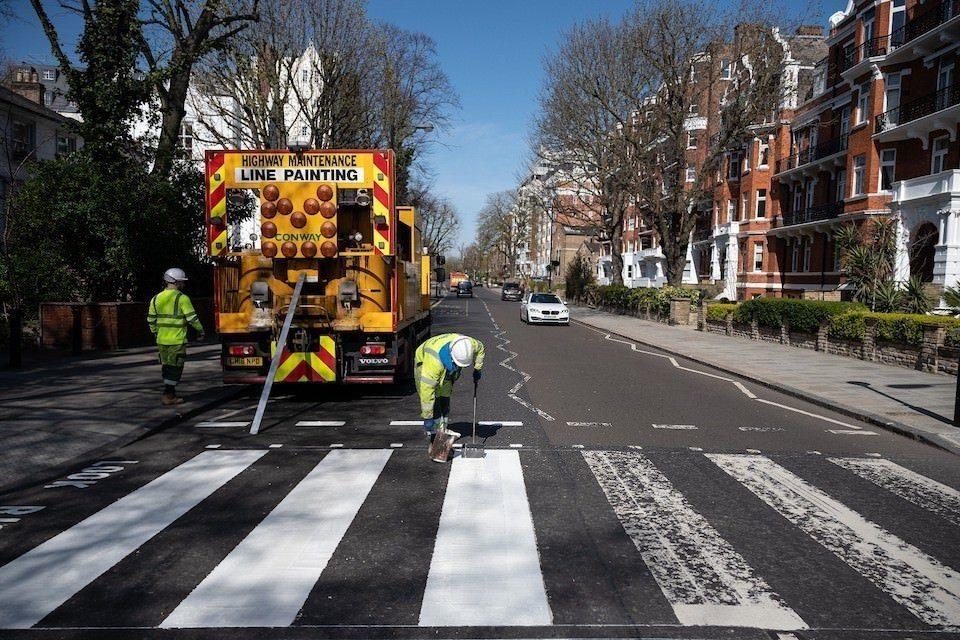 В Лондоне перекрасили пешеходный переход с альбома «Abbey Road»