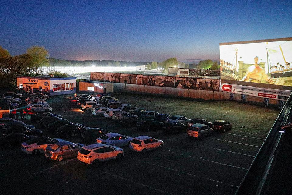 В России появились автомобильные кинотеатры