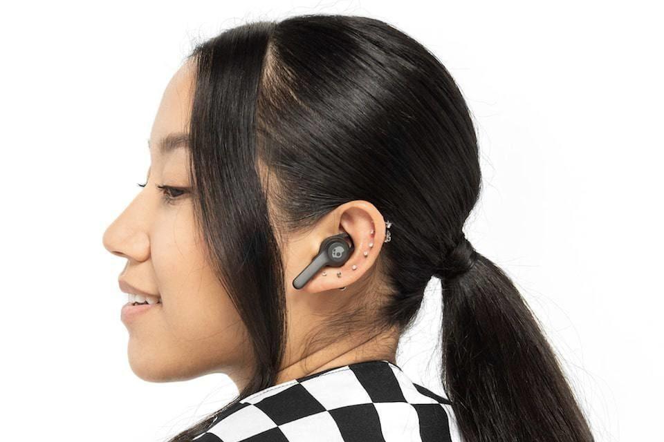 Skullycandy начала использовать Bluetooth-трекеры Tile в полностью беспроводных наушниках