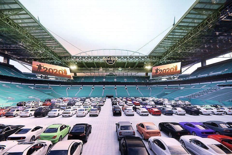 Стадион Hard Rock Stadium в США превратили в автомобильный кинотеатр