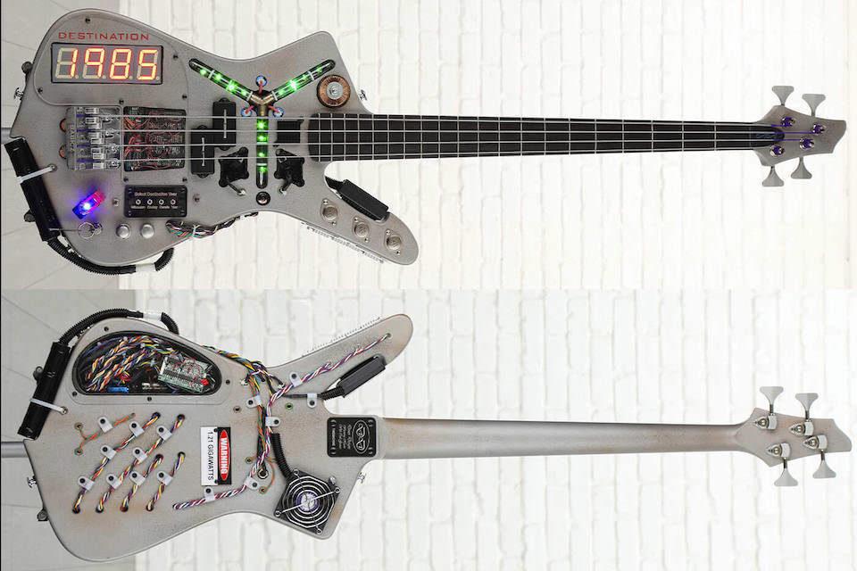 Бас-гитара в стиле DeLorean из «Назад в будущее» ушла в руки коллекционера