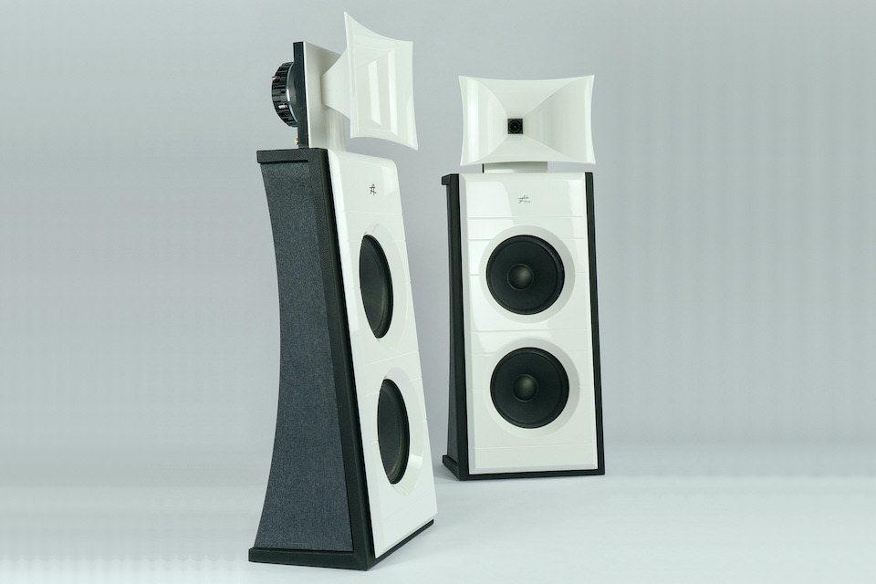 Напольники Diesis Audio Caput Mundi: рупорно-дипольные «башни» в кабинетах из фирменного композита