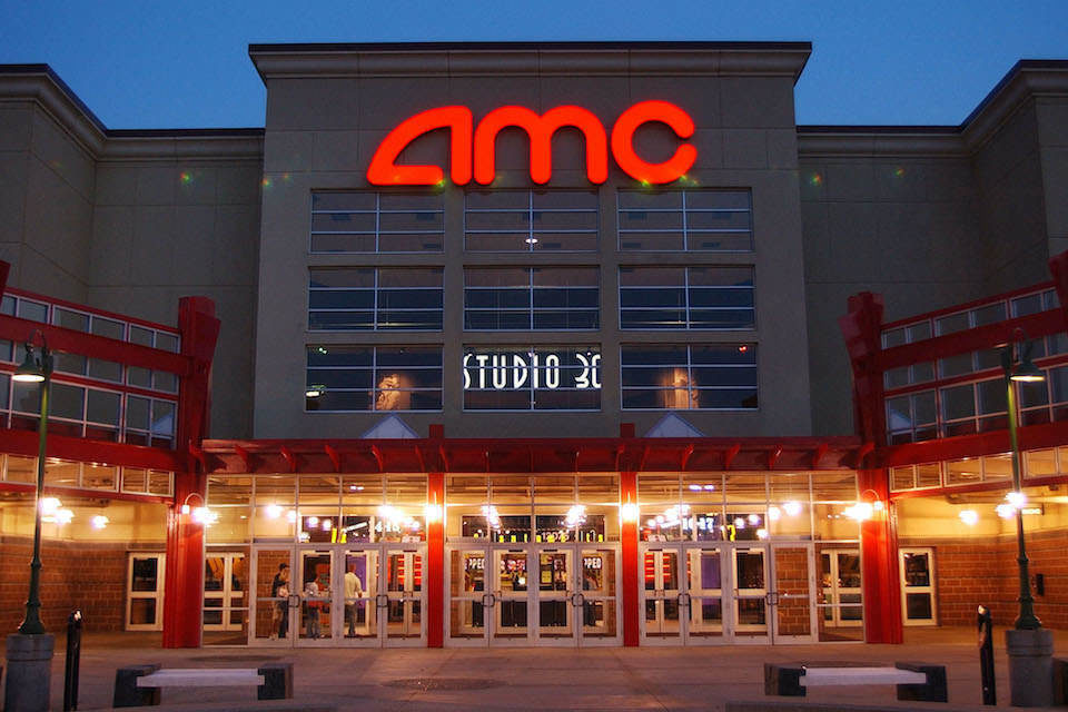 AMC и Universal согласились сократить окно эксклюзивного кинотеатрального показа фильмов