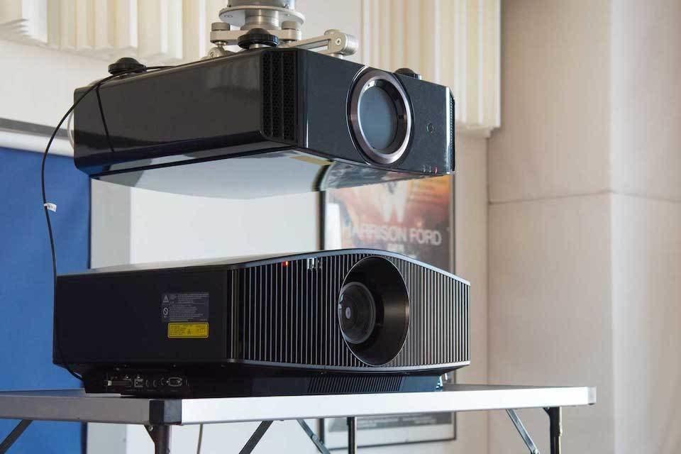 В салоне «Домашние кинотеатры» 22-го августа пройдет сравнение 4K-проекторов JVC и Sony