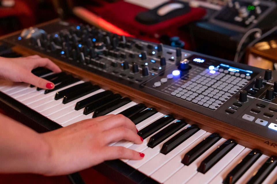Arturia представила флагманский аналоговый синтезатор PolyBrute