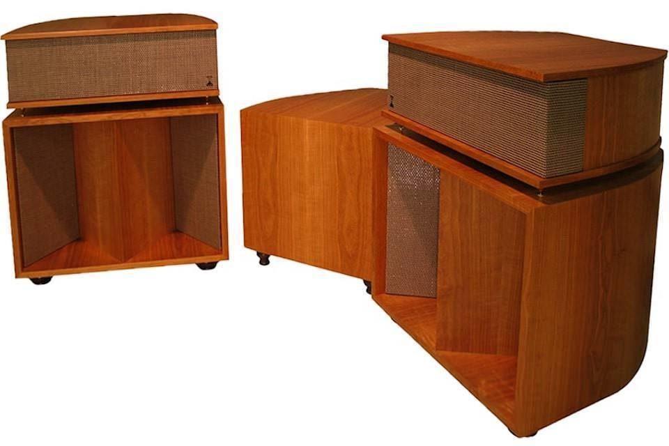 Старшие рупоры Volti Audio Vittora: четыре полосы и сотни видов шпона на выбор
