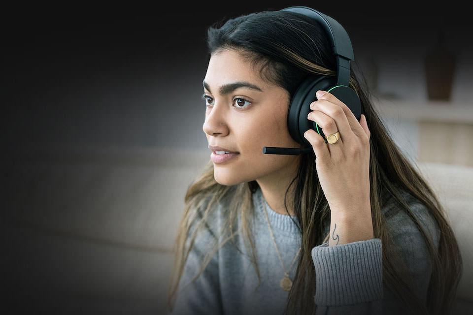 Беспроводная гарнитура Microsoft Xbox: иммерсивный саунд и игровой чат параллельно с приемом звонков