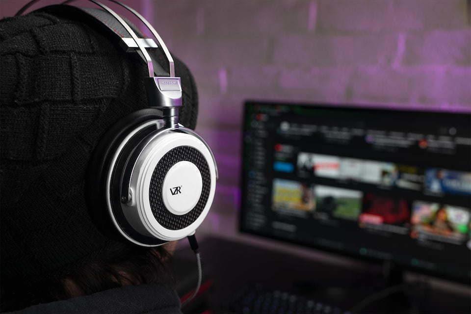 VZR анонсировала аудиофильскую геймерскую гарнитуру Model One с акустическими линзами