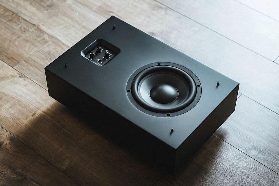 Gallo Acoustics ProfileSub: низкопрофильный настенный сабвуфер для музыки и ДК