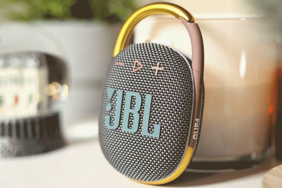 Портативная колонка JBL Clip 4: увеличенная мощность и переработанный дизайн