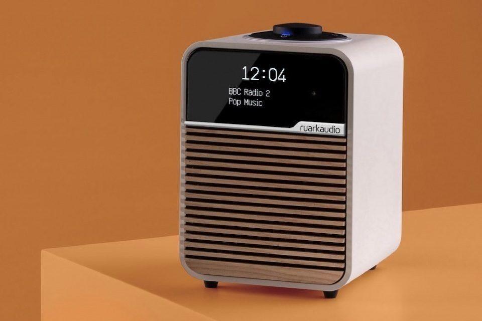 В России стартовали продажи обновленного Bluetooth-радио Ruark R1 MK4