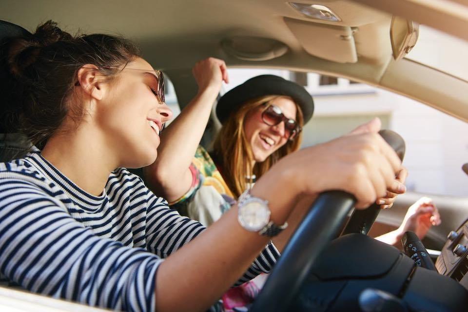 Исследование: большинство молодых людей не могут водить автомобиль без музыки