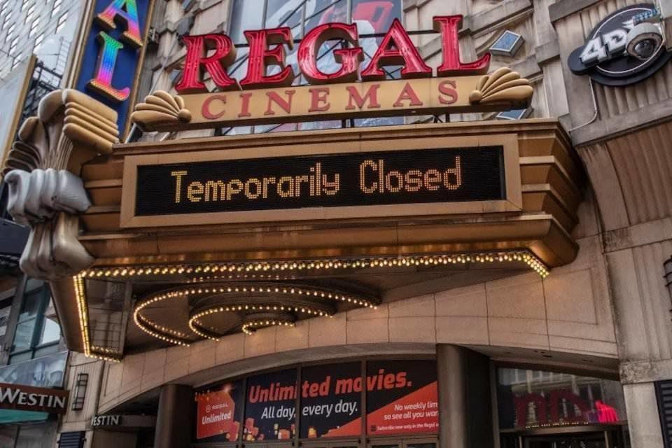 Warner Bros. вернет премьеры в кинотеатры в 2022 году, но время до показа на HBO Max сократится вдвое