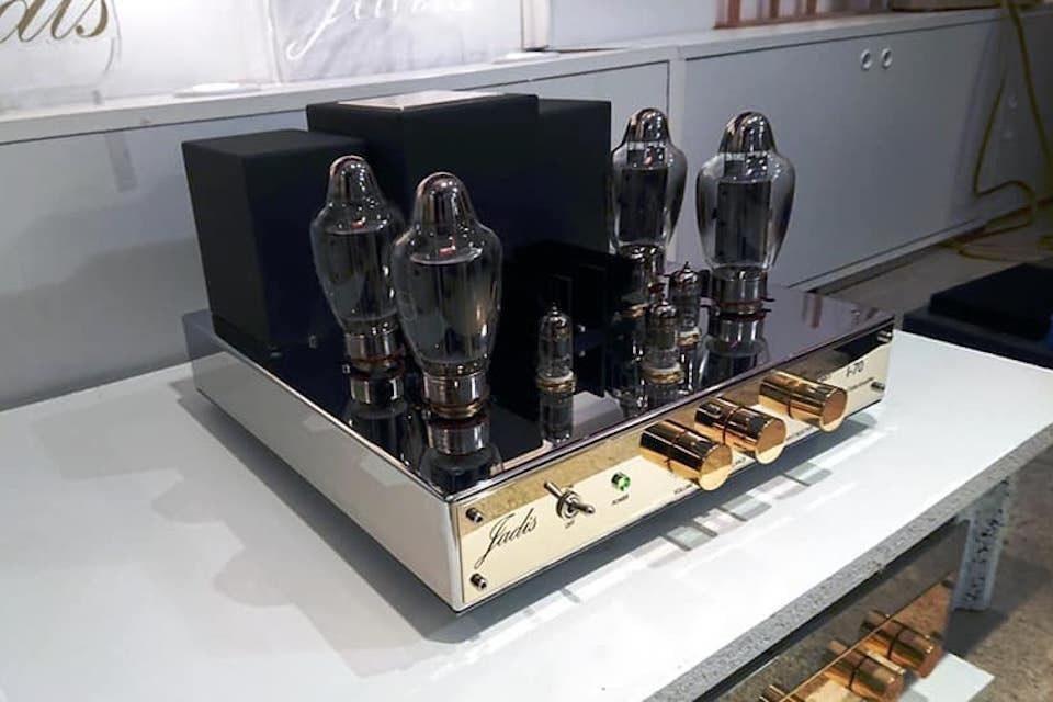 Jadis выпустила ламповый интегрированный усилитель I-70 на четырех тетродах Tung-Sol KT170