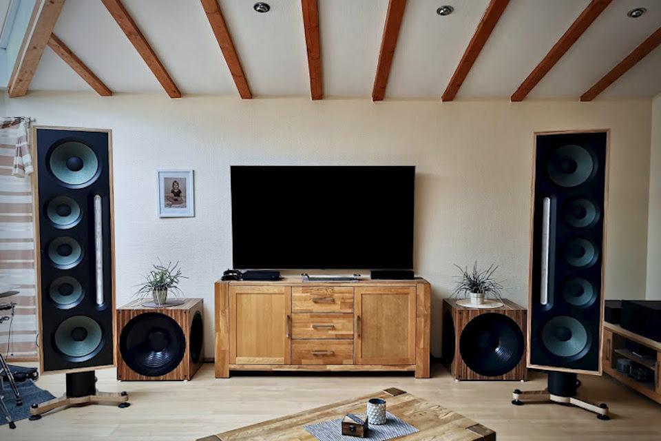 Активная акустика Bohne Audio Yolo Custom: ленточные твитеры и 21-дюймовые сабвуферы