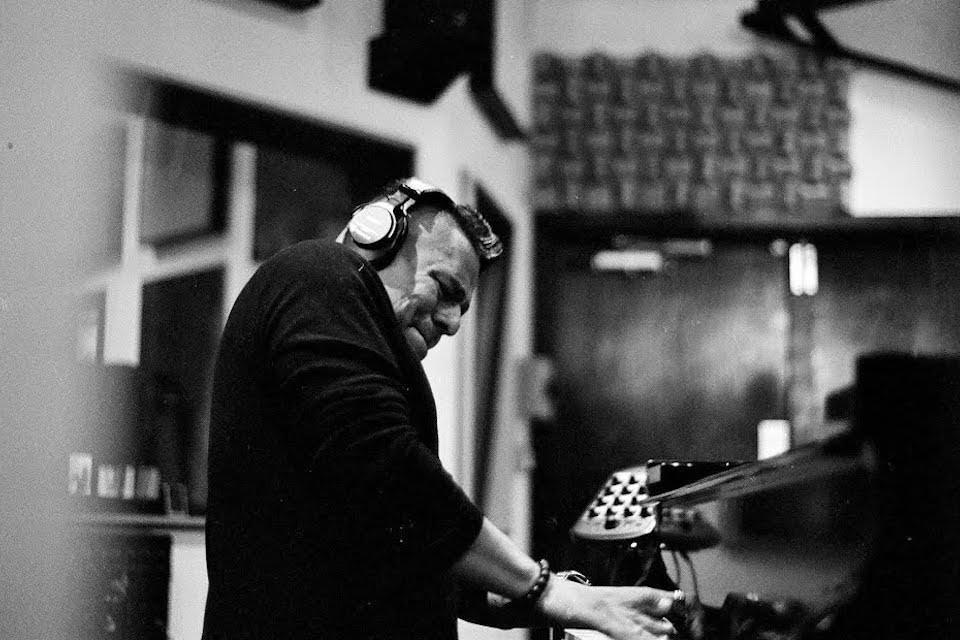 В мае на российском лейбле Rainy Days Records выйдет пятый альбом джазового пианиста Бенито Гонсалеса «Sing To The World»