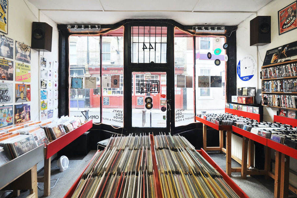 Record Store Day и Classic Album Sundays перезапустили шоу «За стойкой»